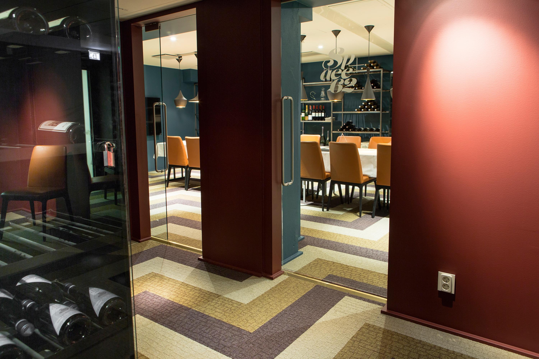 Carpet-tiles-for-restaurants