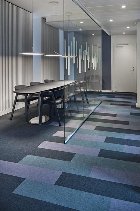geometric-carpet-in-an-office