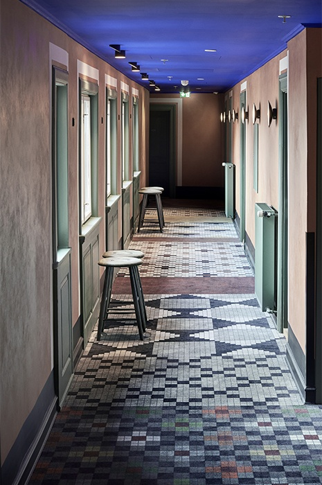 cool-carpet-design-idea-for-hotel