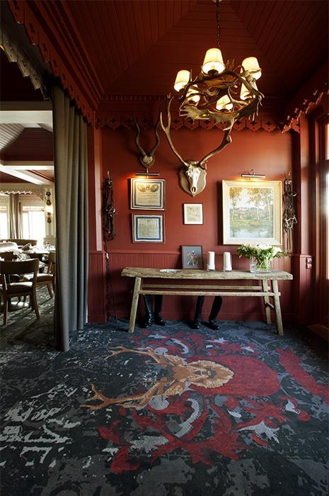carpet-design-idea-with-dark-colours